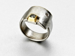 Square 18ct white/yellow Gold Ring